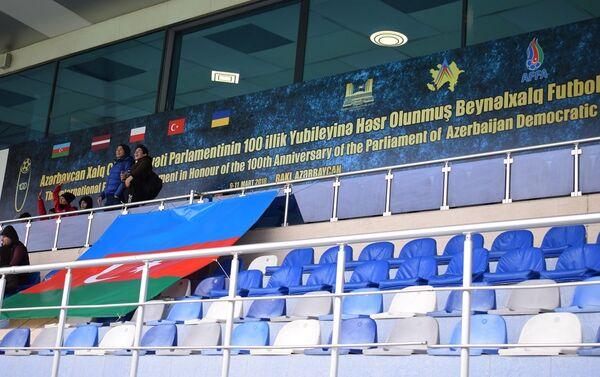 Зрители на трибуне - Sputnik Азербайджан