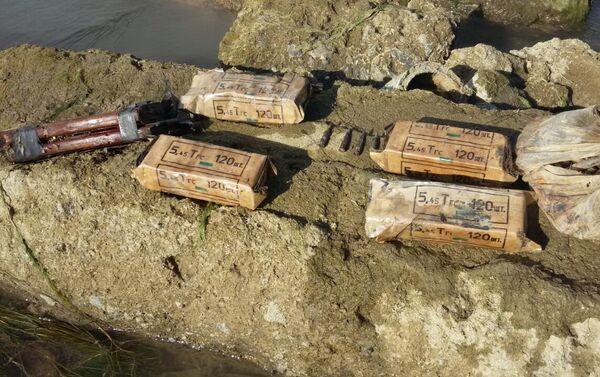 Снаряды, обнаруженные в водном канале на территории села Юхары Саламбейли Агджабединского района - Sputnik Азербайджан