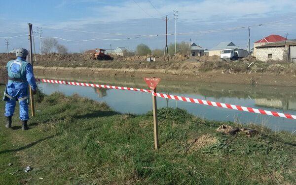 Операция по обезвреживанию снарядов на территории села Юхары Саламбейли Агджабединского района - Sputnik Азербайджан