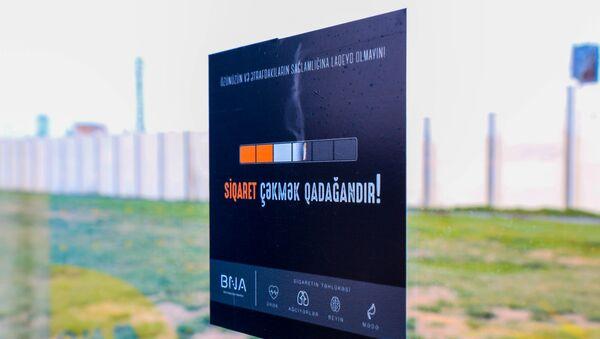 Предупредительное объявление о запрете курения на остановочном павильоне БТА - Sputnik Азербайджан
