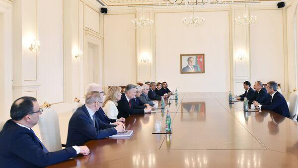 Президент Ильхам Алиев принял сопредседателей и членов правления Международного центра Низами Гянджеви - Sputnik Азербайджан