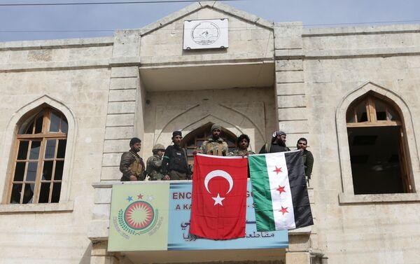 Бойцы ВС Турции и Сирийской освободительной армии в Африне, 18 марта 2018 года - Sputnik Азербайджан
