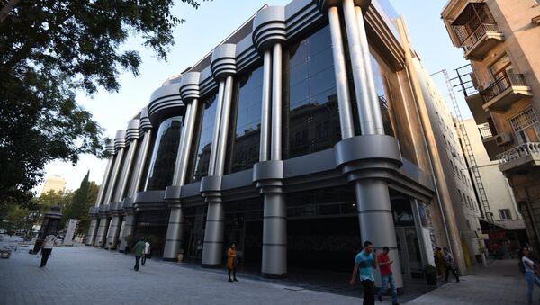Здание Азербайджанского государственного театра юного зрителя в Баку - Sputnik Азербайджан