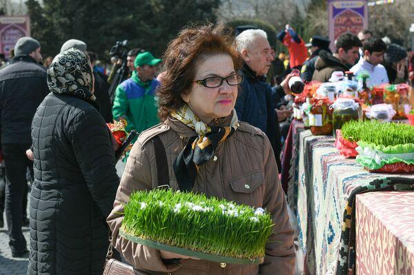 Празднование Новруза на приморском бульваре в Баку - Sputnik Азербайджан