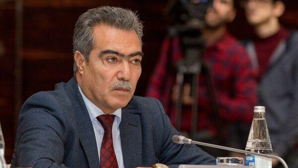 Исполнительный директор Фонда государственной поддержки развития СМИ при Президенте Азербайджана Вугар Сафарли - Sputnik Азербайджан