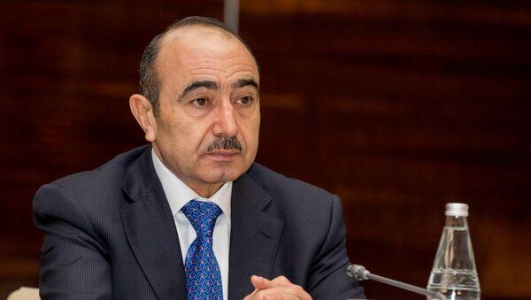 Помощник Президента Азербайджанской Республики по общественно-политическим вопросам Али Гасанов - Sputnik Азербайджан