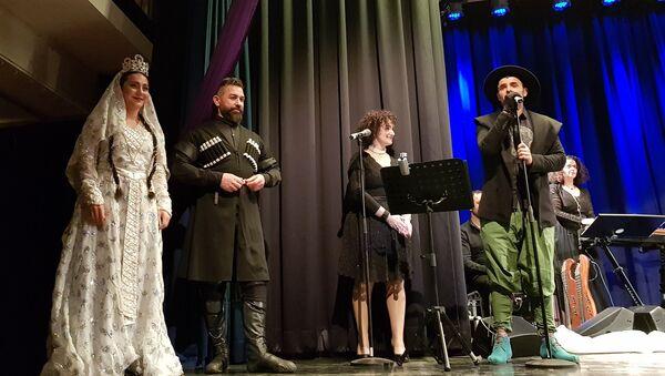 Сейран Исмаилханов исполнил народную песню Сары гялин на своем концерте в Германии - Sputnik Азербайджан