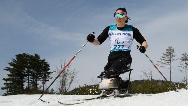 Российская биатлонистка и лыжница Марта Зайнуллина в ходе XII зимних Паралимпийских игр в Пхенчхане, 17 марта 2018 года - Sputnik Азербайджан