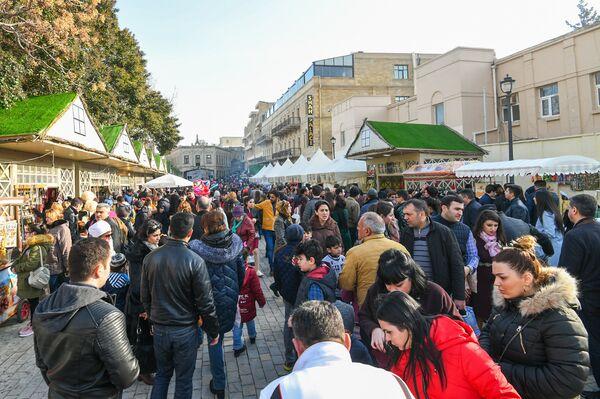 Празднование Новруз Байрамы в центре Баку - Sputnik Азербайджан