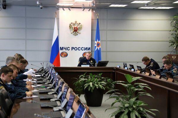 На заседании рабочей группы правительственной комиссии по чрезвычайным ситуациям связанном с пожаром в Кемерово. 25 марта 2018 - Sputnik Азербайджан