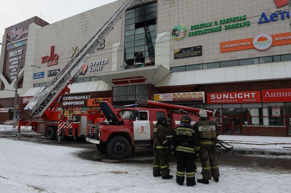 Пожар в торговом центре «Зимняя вишня» в Кемерово - Sputnik Азербайджан