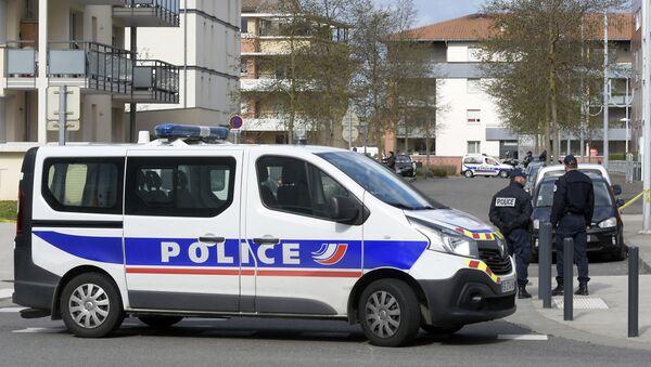 Полицейские на месте убийства Рагима Намазова и его жены - Sputnik Азербайджан