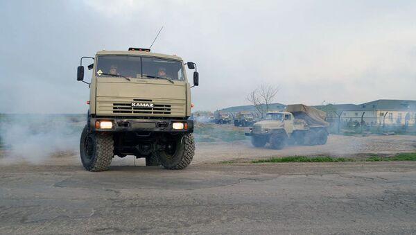Учения ракетных и артиллерийских подразделений - Sputnik Азербайджан