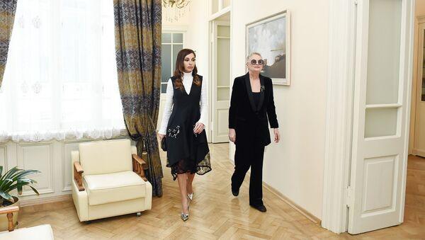 Первый вице-президент Азербайджана Мехрибан Алиева в Творческом центре Максуда Ибрагимбекова в Баку - Sputnik Азербайджан