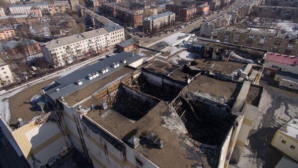 Сгоревшие кинозалы в торгово-развлекательном центре «Зимняя вишня» в Кемерово - Sputnik Азербайджан