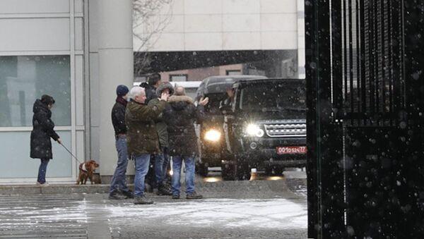 Британские дипломаты покидают посольство Великобритании в Москве - Sputnik Азербайджан