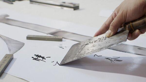 Китайский каллиграф рисует иероглифы поварскими ножами - Sputnik Азербайджан