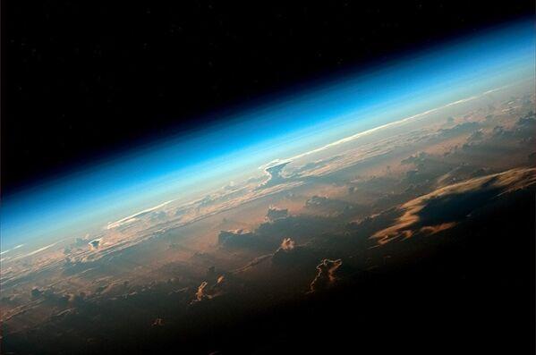 Снимок Земли с пилотируемого корабля Союз МС-08 - Sputnik Азербайджан