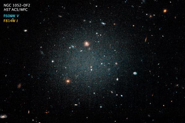 Галактика NGC 1052-DF2 в созвездии Кита, где нет темной материи - Sputnik Азербайджан