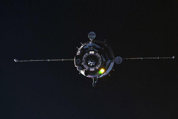 Пилотируемый корабль Союз МС-08 во время стыковки с МКС. 23 марта 2018 года - Sputnik Азербайджан