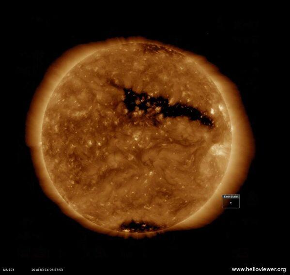 Корональная дыра на поверхности Солнца - Sputnik Азербайджан