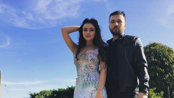 Известный таджикский эстрадный певец Джонибек Муродов - Sputnik Азербайджан