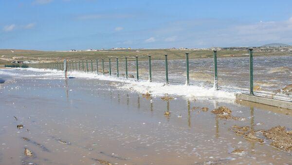 Соленое озеро в Масазыре затопило близлежащую трассу - Sputnik Азербайджан