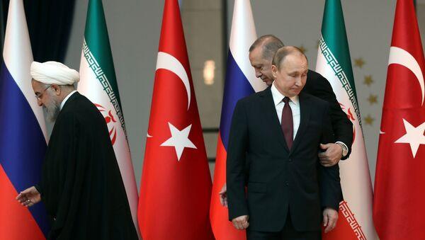 Türkiyə prezidenti Rəcəb Tayyib Ərdoğan, Rusiya prezidenti Vladimir Putin və İran prezidenti Həsən Ruhani - Sputnik Azərbaycan