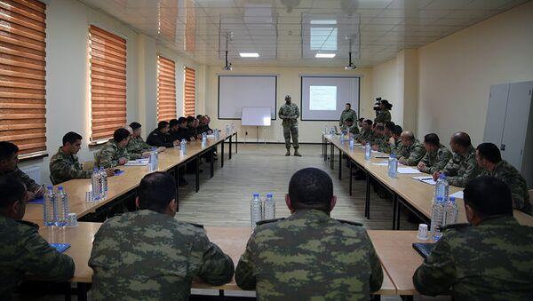Эксперты командования Сухопутных войск США в Европе проводят семинар в Баку - Sputnik Азербайджан