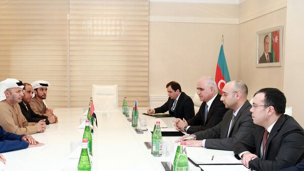 Министр экономики Азербайджана Шахин Мустафаев в ходе встречи с министром иностранных дел ОАЭ Анваром Гаргашем - Sputnik Азербайджан