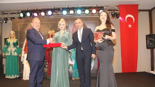 Церемония награждения международной премии İpekyolu в номинации Yılın altın adamları - Sputnik Азербайджан