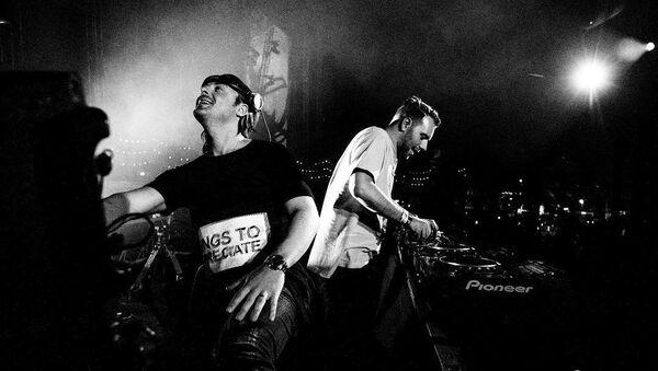 Выступление дуэта Axwell Λ Ingrosso - Sputnik Азербайджан