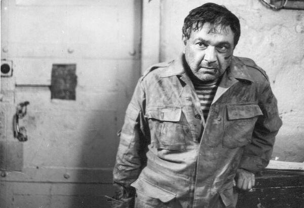 Картина Fəryad (Крик) - последняя работа режиссера и актера Джейхуна Мирзоева. Артист скончался сразу же после завершения съемок и не увидел свой фильм на экране. Эта кинолента считается лучшим фильмом на Карабахскую тематику. - Sputnik Азербайджан