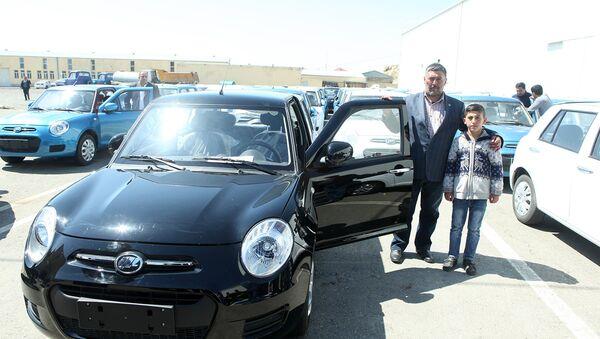 Минтруда подарило свыше сотни новых авто инвалидам Карабахской войны и событий 20 января - Sputnik Азербайджан