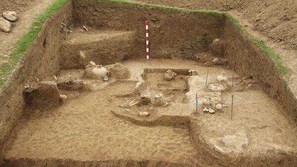Археологические раскопки на территории сел Биджо и Кегели Агсуинского района - Sputnik Азербайджан
