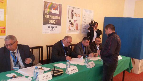 Голосование на президентских выборах в Азербайджане в одном из исправительных учреждений Баку - Sputnik Азербайджан