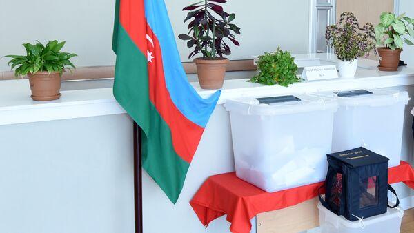 Урна для голосования в избирательном пункте - Sputnik Азербайджан