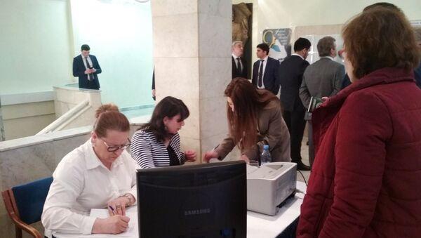 Голосование на выборах президента АР в посольстве Азербайджанской Республики в Москве - Sputnik Азербайджан