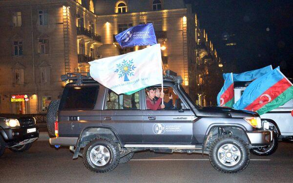 Автопробег в Баку в честь победителя на президентских выборах 11 апреля 2018 года - Sputnik Азербайджан
