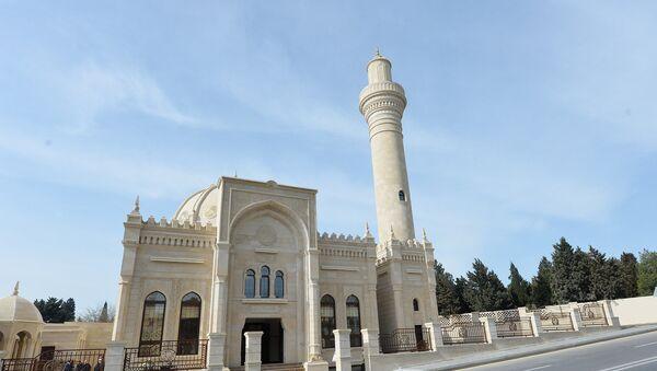 Президент Ильхам Алиев принял участие в открытии нового здания мечети Гаджи Джавада - Sputnik Азербайджан