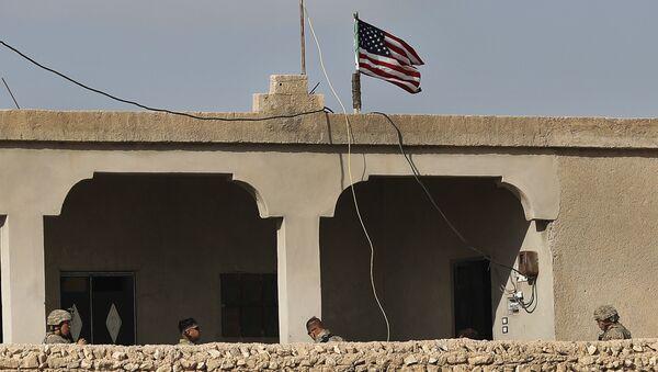 Флаг США в Сирии, фото из архива - Sputnik Азербайджан