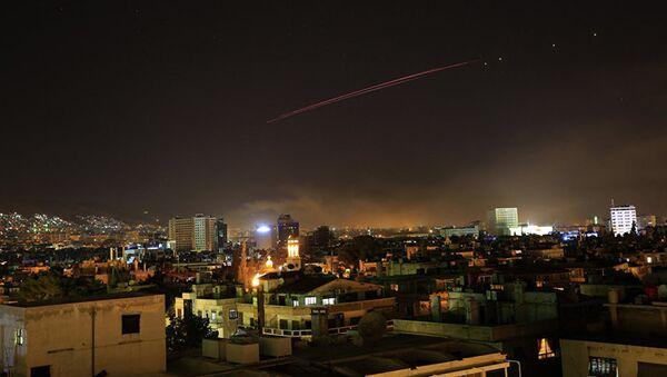 Зенитный огонь над Дамаском - Sputnik Азербайджан