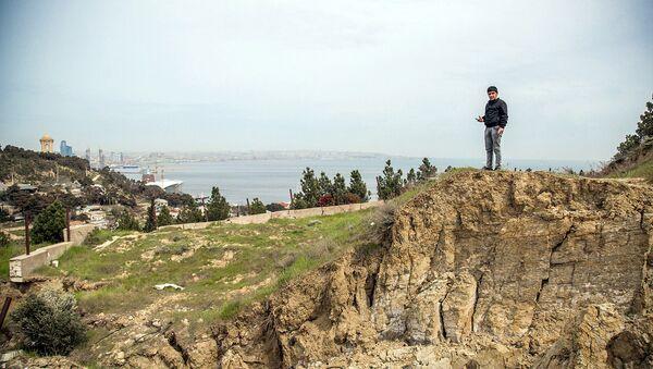 Территория оползней на Баиловском склоне в Баку - Sputnik Азербайджан