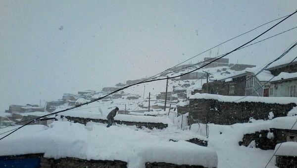В горных селах Губинского района выпал снег - Sputnik Азербайджан