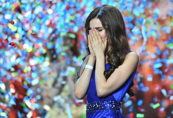Мисс Россия 2018 Юлия Полячихина на церемонии награждения финалисток конкурса Мисс Россия-2018 в концертном зале Барвиха - Sputnik Азербайджан