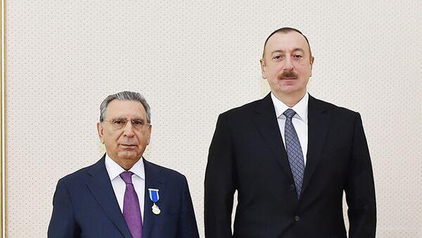 Президент Ильхам Алиев наградил Рамиза Мехтиева орденом Шохрат - Sputnik Азербайджан