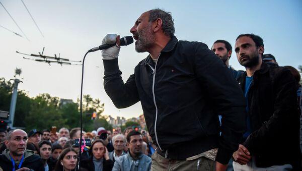 Nikol Paşayan Yerevandakı Fransa meydanında - Sputnik Azərbaycan