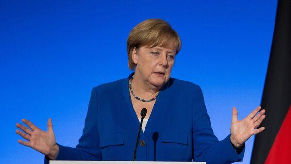 Almaniyanın federal kansleri Angela Merkel və Almaniya ordusu - Sputnik Azərbaycan