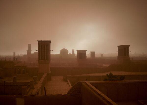 Город Йезд во время песчаной бури, Иран - Sputnik Азербайджан
