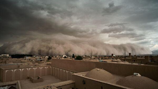 Во время песчаной бури в Йезде, Иран - Sputnik Azərbaycan